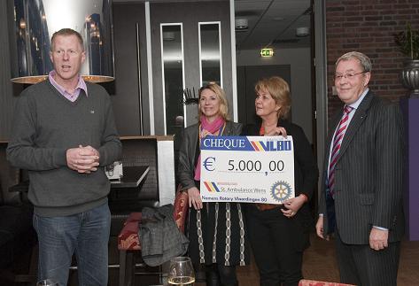 Rotary Vlaardingen 80 doneerde 5000 euro